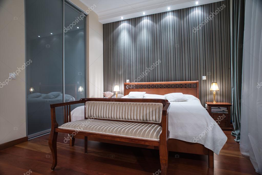 Luxe slaapkamer interieur - avond schot — Stockfoto © dr-Interior ...