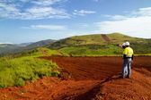Těžba stavebních dělníků na vrchol hory