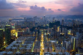 Photo sunset in the old part of Hong Kong from the roof
