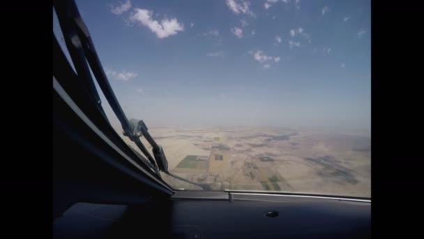 a repülőgép leszállás airport nézetben a pilótafülke