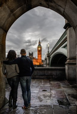 couple watching at Westminster palace