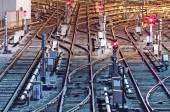 Fotografie Nachtansicht der Bahngleise