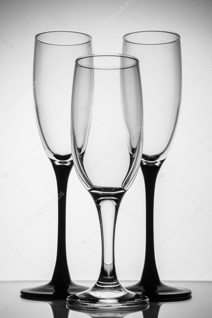 662c36e124a Silhouette champagne glasses black and white — Stock Photo ...