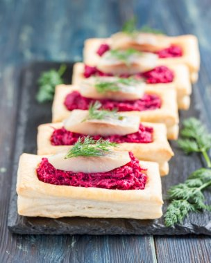 Tartlets with beet and herring