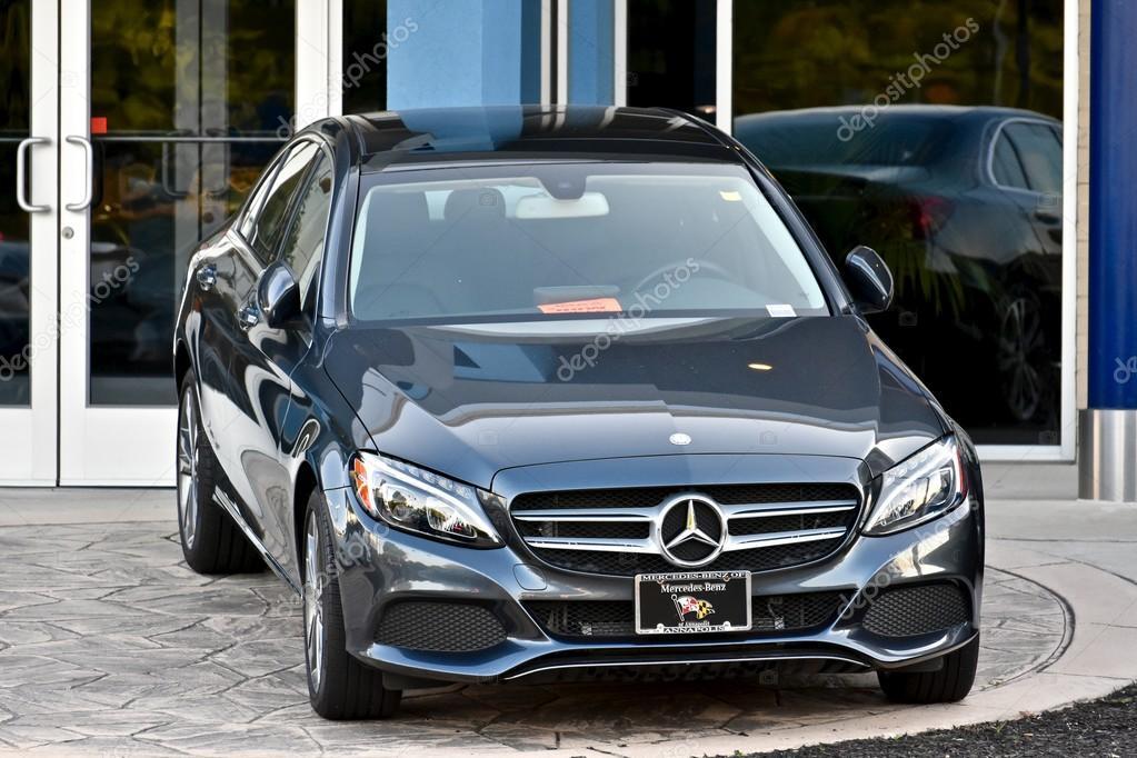Annapolis, EUA   26 De Junho De 2016: 2016 Um Mercedes Benz Estacionado Em  Frente A Concessionária Mercedes De Anápolis Em Maryland.