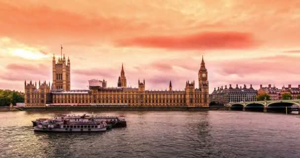 Big Ben v Londýně za rozbřesku
