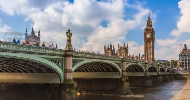 Big Ben a parlamentu v Londýně za rozbřesku