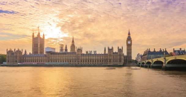 City of Westminster při západu slunce