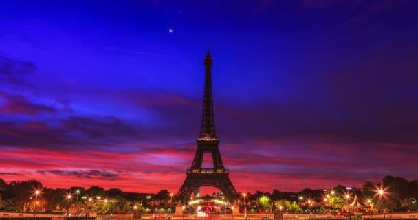 Eiffelova věž v sunrise, Paříž, Francie