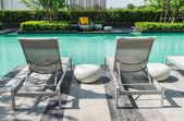 Fotografie Schwimmbad mit Liegestühle