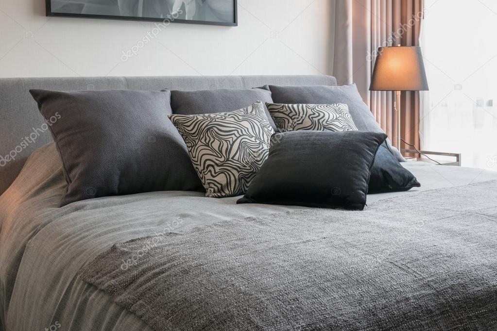 elegante camera da letto interior design con fantasia neri cuscini ...