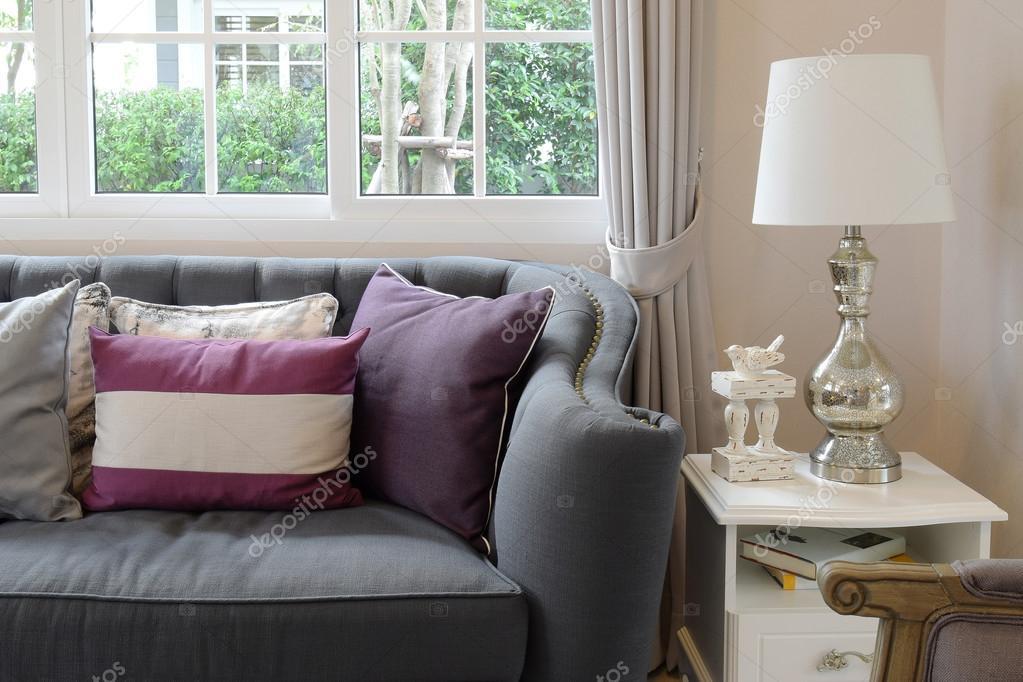 Luxe woonkamer design met klassieke bank leunstoel en decoratieve