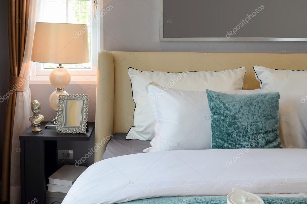 Projektowanie Wnętrz Sypialni Z Biało Zielone Poduszki Na