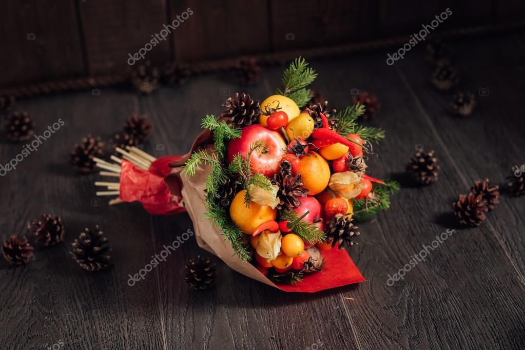 originale bouquet di frutta e verdura foto stock roman. Black Bedroom Furniture Sets. Home Design Ideas