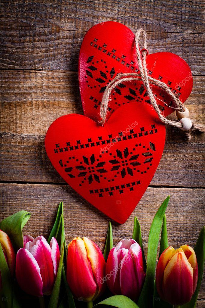Ramo De Tulipanes Flores Con Corazón Para El Amor Foto De