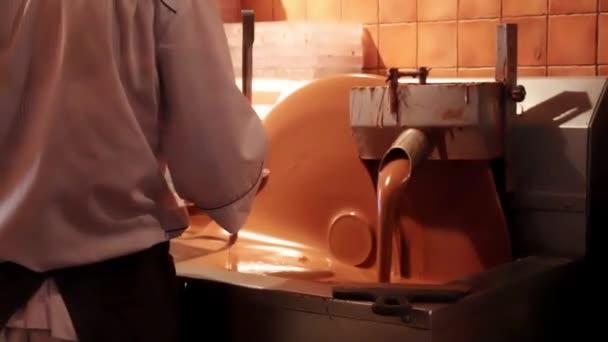 κρεμώδες χύσιμο σωλήνα