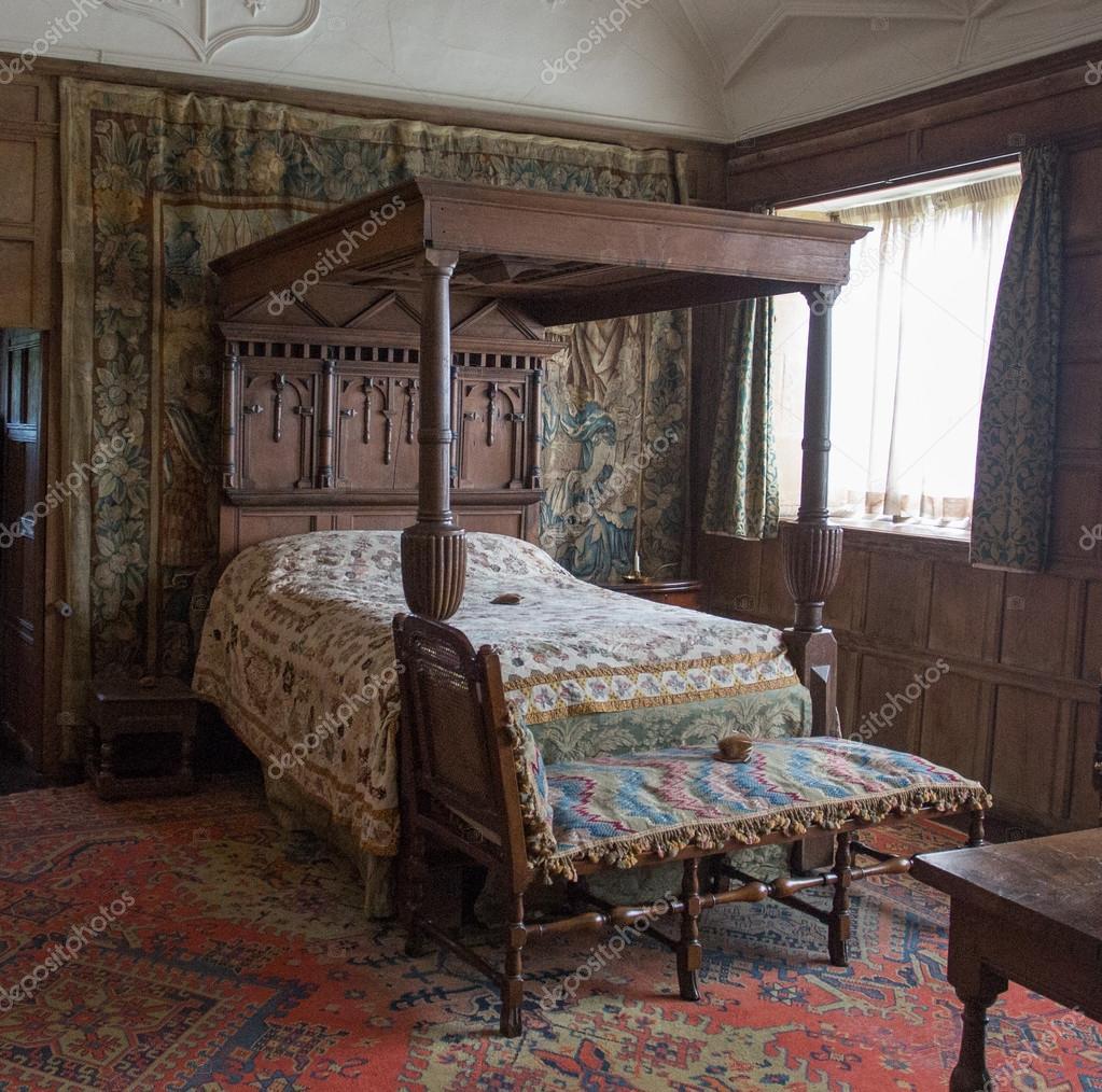Clásico del siglo XVIII 4 cama con dosel — Foto editorial de stock ...