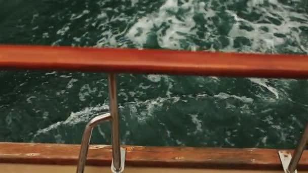 Jachtu plachtění na moři v Černé hoře, Budva zblízka