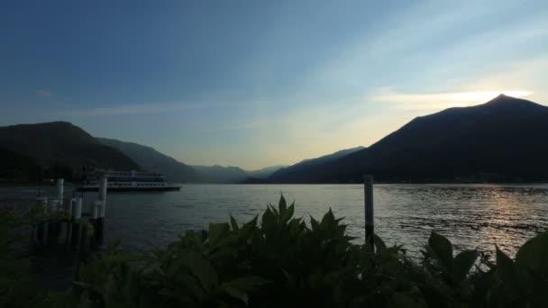 Csodálatos táj, a Comói-tó, Olaszország. Esti órákban