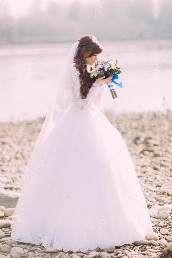 Невеста в белом платье скачать бесплатно