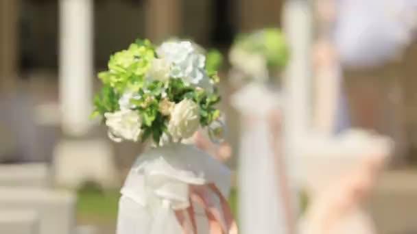Krásná dekorace svatební chodník na dvorku trávníku