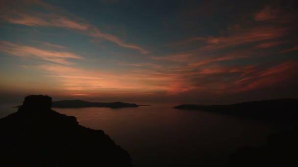 Fantastická krajina romantický západ slunce na ostrově Santorini