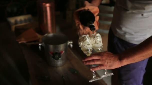 Sommelier ruční lití Růžová vína do sklenic