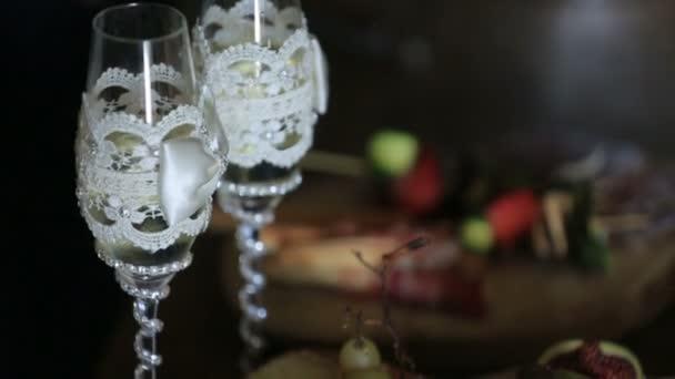 Tabulka s brýlemi a Dishess