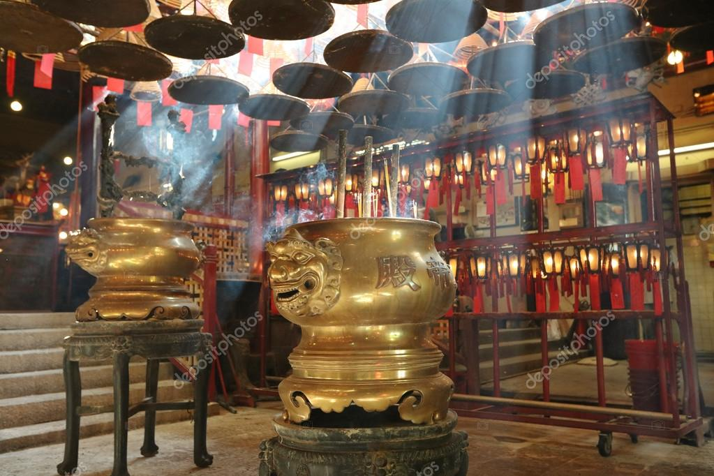 interieur van man mo tempel in hongkong stockfoto