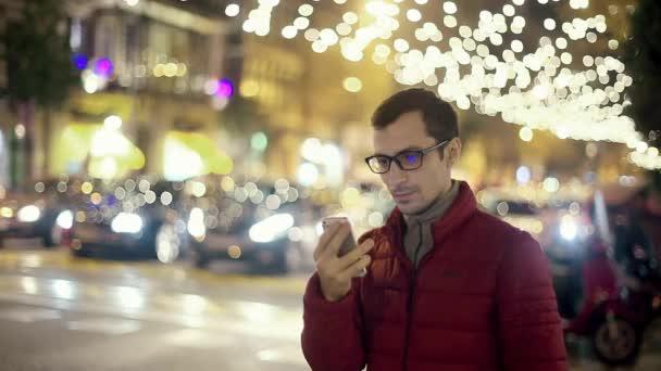 Mann Sms SMS App auf Smart Phone City mit