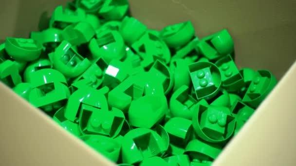 En Caja Plástico Juguetes Una Información Cartón De oerCxWdB