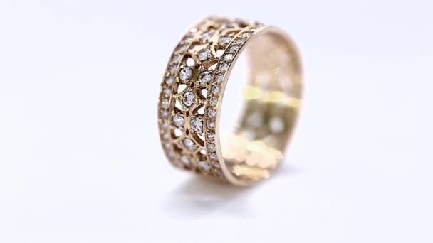 Žlutého kovu zlato diamant prsten rotace smyčka