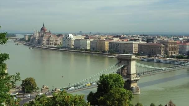 Duna és a Parlament épülete, a magyar főváros Budapest