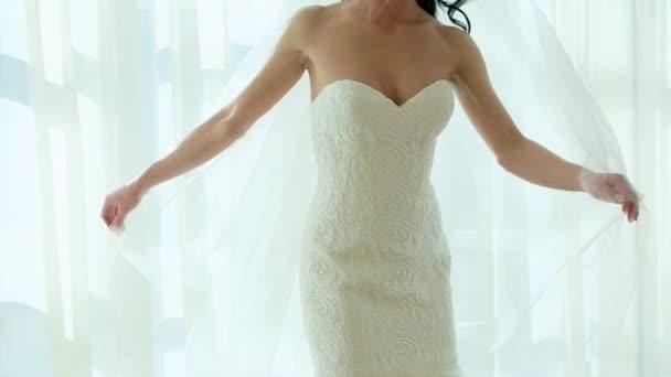 Spinning ruha lassított szállodai szoba boldogság nő