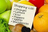 Fényképek Bevásárló listát a gyümölcsök és zöldségek