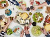 Rodinná večeře na stole