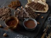 Fotografie tmavé čokoládové tyčinky