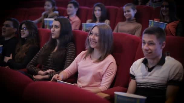 ember néz film, mozi