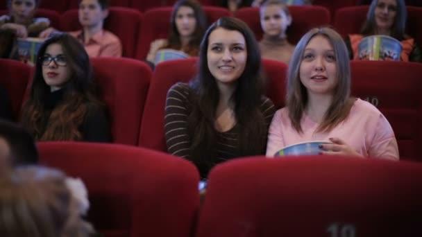 emberek vígjáték film, mozi
