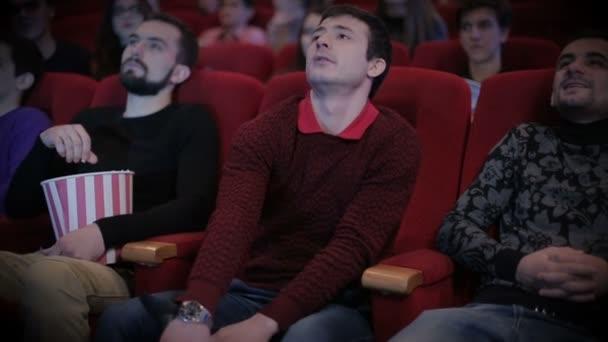 A fiatalember kalózkodás a moziban
