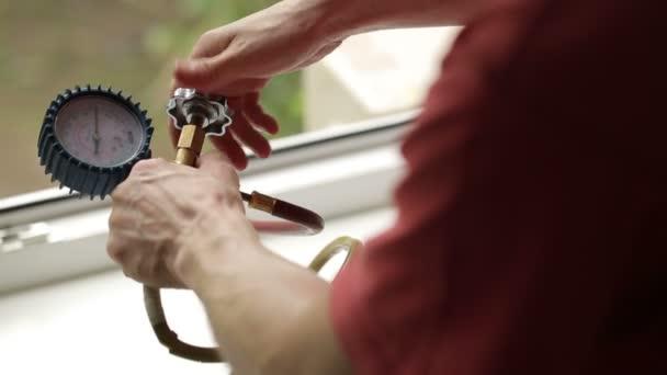 Видео по обслуживанию кондиционеров установка кондиционера сметная расценка