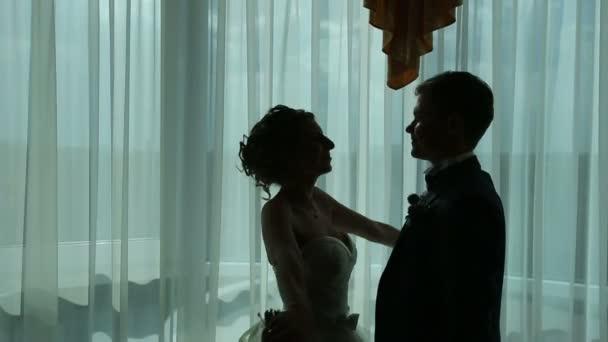 Silueta novomanželský pár