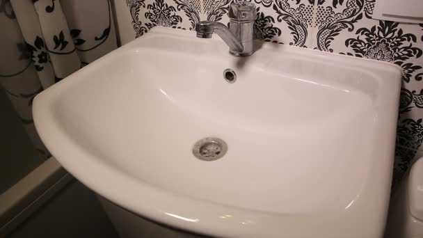 Afvoer Wasbak Badkamer : Verstopte wastafel in een badkamer u2014 stockvideo © aj2k.rambler.ru