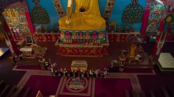 Socha Buddhy v chrámu