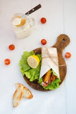 Fresh roll with vegetables and chicken