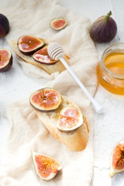 Sandwiches with a fig and honey