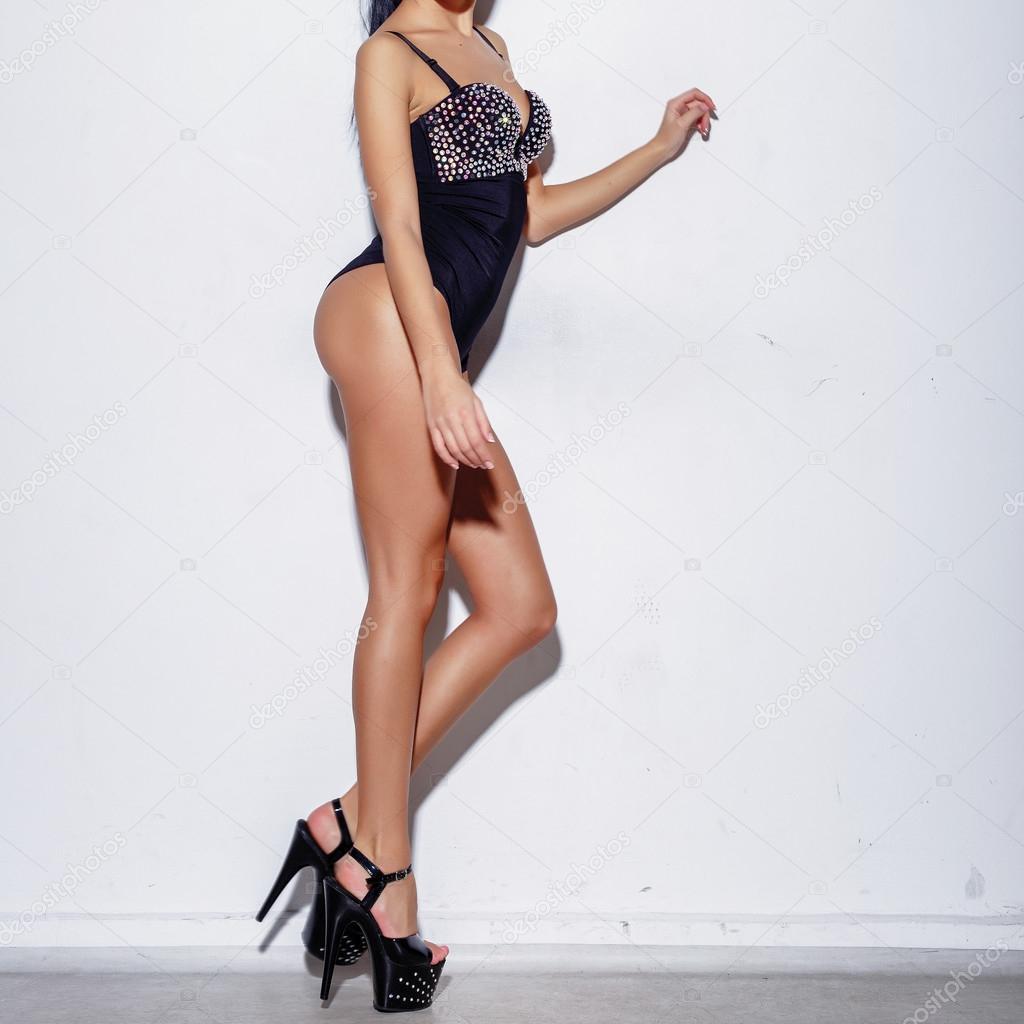 Высокие девушка на каблуках