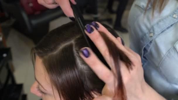 Stylista stříhání vlasů tipy