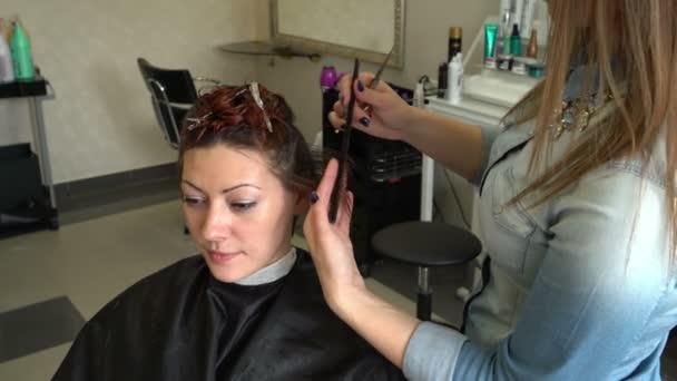 Fodrászat frizura nő teszi
