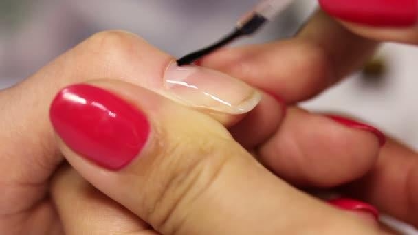 Zeichnung auf dem Nagellack